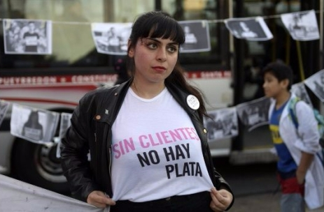 María Riot Sin clientes no hay plata