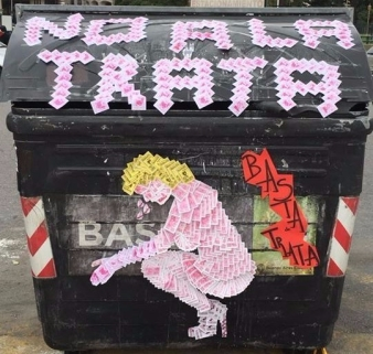 No a la trata intervencion contenedor de basura