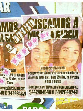 Papelitos de prostitución sobre afiche de búsqueda de Micaela García